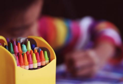Educación amplía la financiación de ocho escuelas infantiles y firma convenios para abrir otras dos