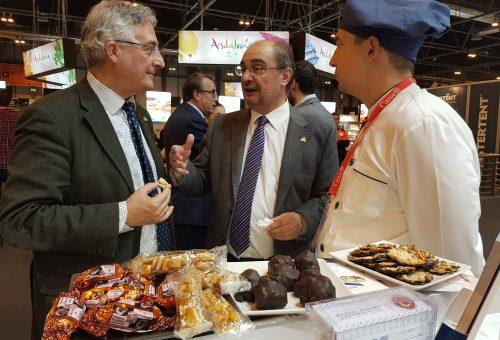 Lambán y Olona visitan los stands aragoneses en el Salón Gourments de Madrid