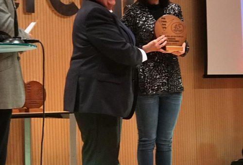 Ana Vázquez recoge el premio concedido al INAEM