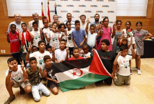 Santos manifiesta el compromiso del Gobierno de Aragón con el programa 'Vacaciones en Paz'