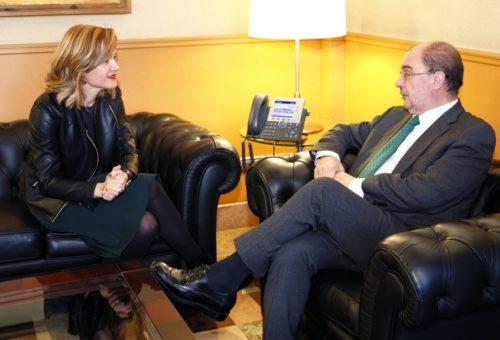Lambán recibe a la nueva delegada del Gobierno en Aragón, Pilar Alegría