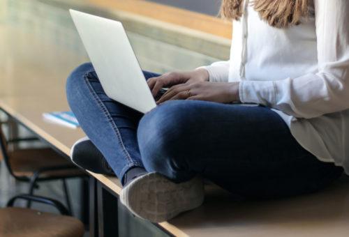 Casi el 90% de centros educativos considera que su alumnado está totalmente atendido a distancia