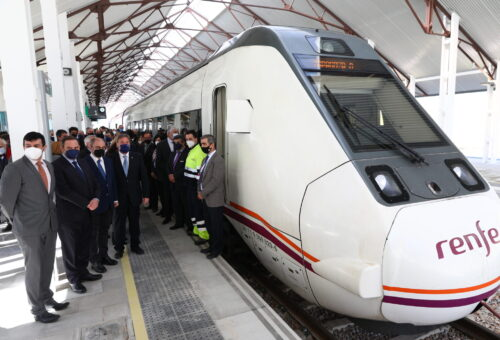 Lambán y Ábalos inauguran la nueva estación de Canfranc en la que se han invertido diez millones de euros